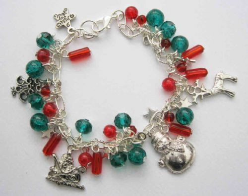 Traditional Christmas Charm and Beaded Bracelet Kit